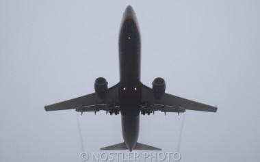 A Ryanair Boeing 737-8AS